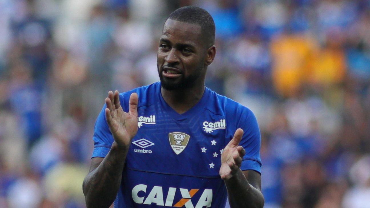 Dedé voltou e se tornou um dos principais defensores do Cruzeiro