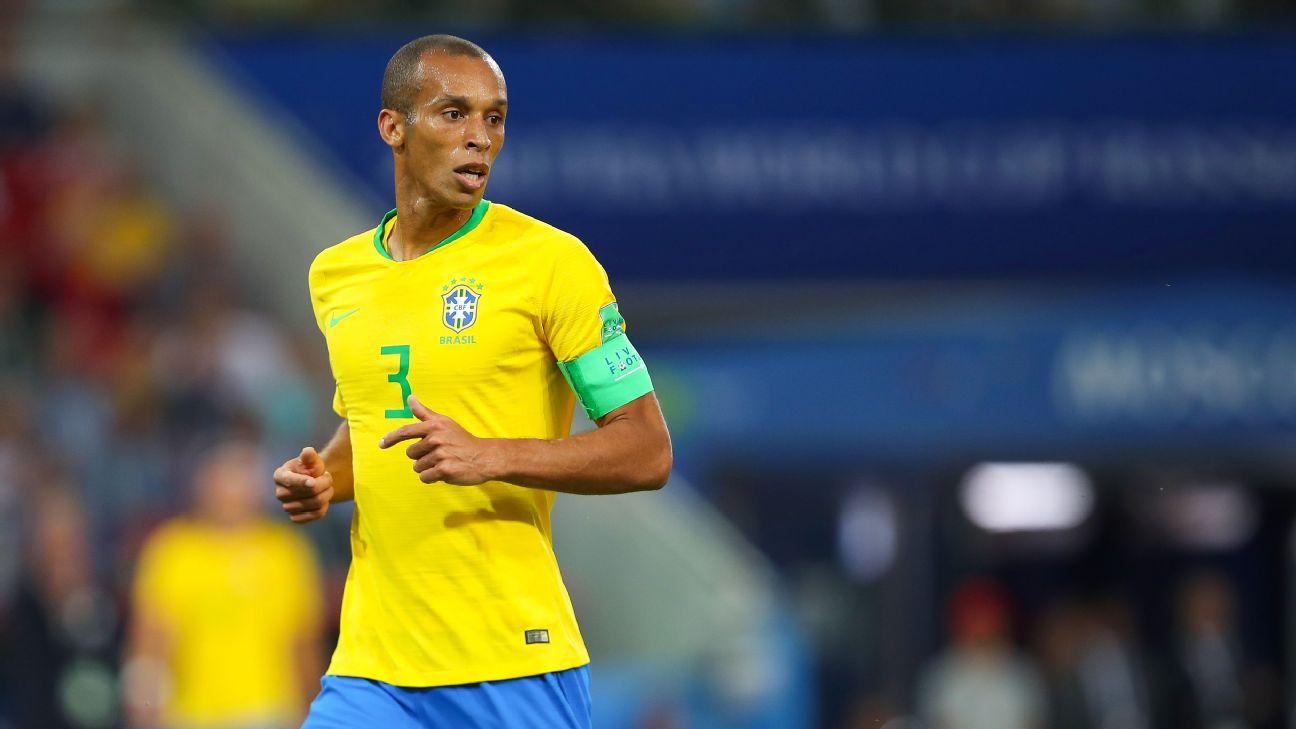 Miranda foi capitão da seleção brasileira na vitória contra a Sérvia por 2 a 0, em Moscou