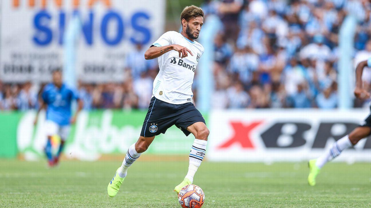 Juninho Capixaba, em ação pelo Grêmio contra o Novo Hamburgo pelo Campeonato Gaúcho