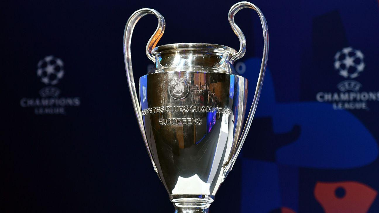O troféu da Uefa Champions League durante sorteio das quartas de final
