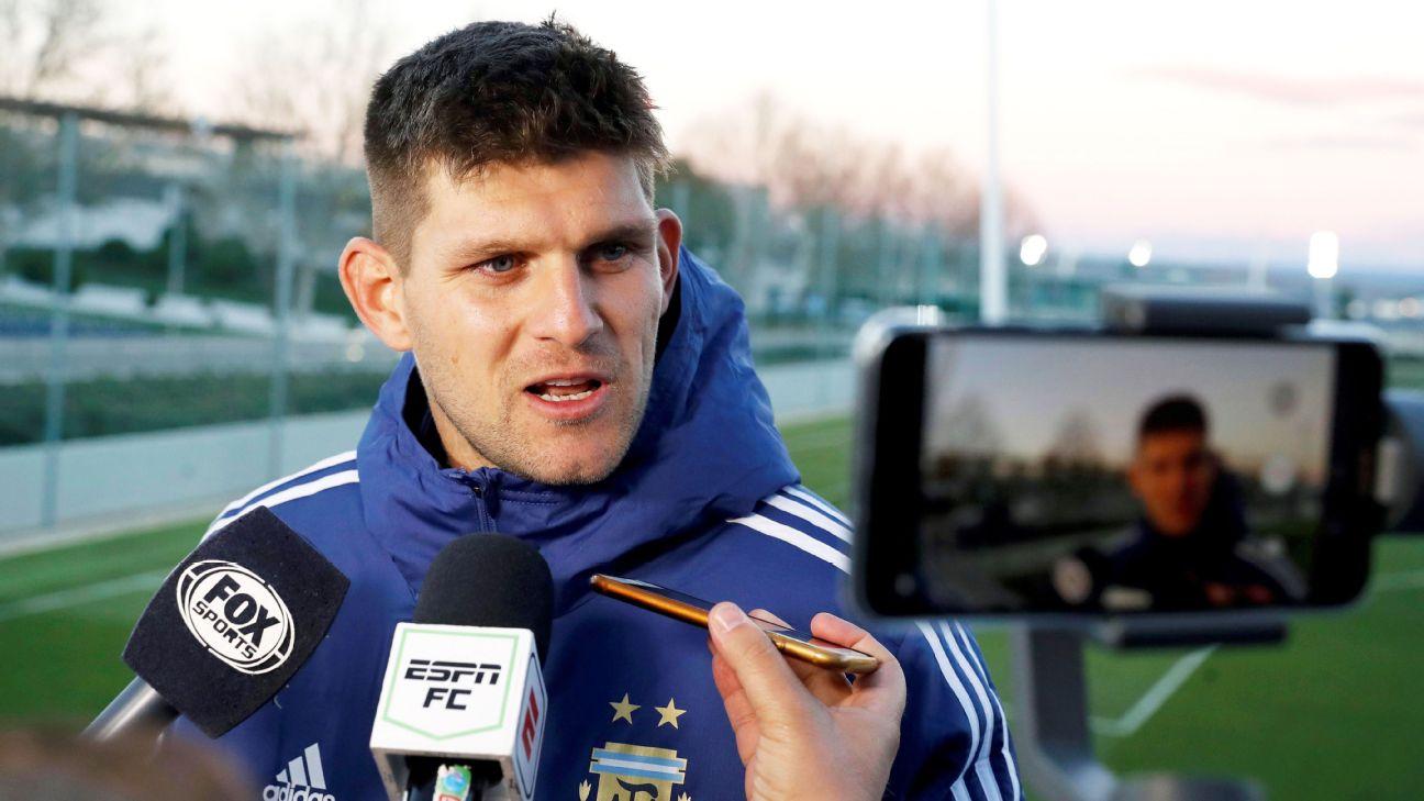 Kannemann durante entrevista pela seleção argentina