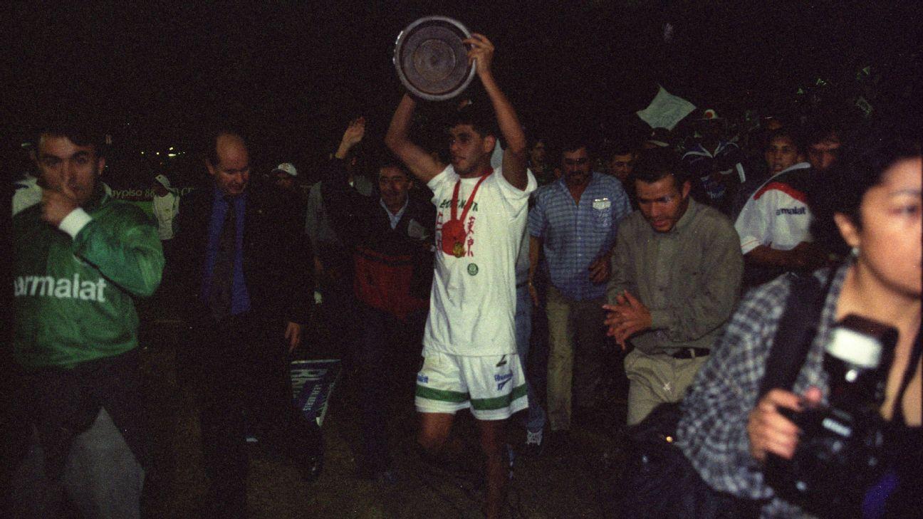 Arce comemora a conquista da Libertadores de 1999 pelo Palmeiras