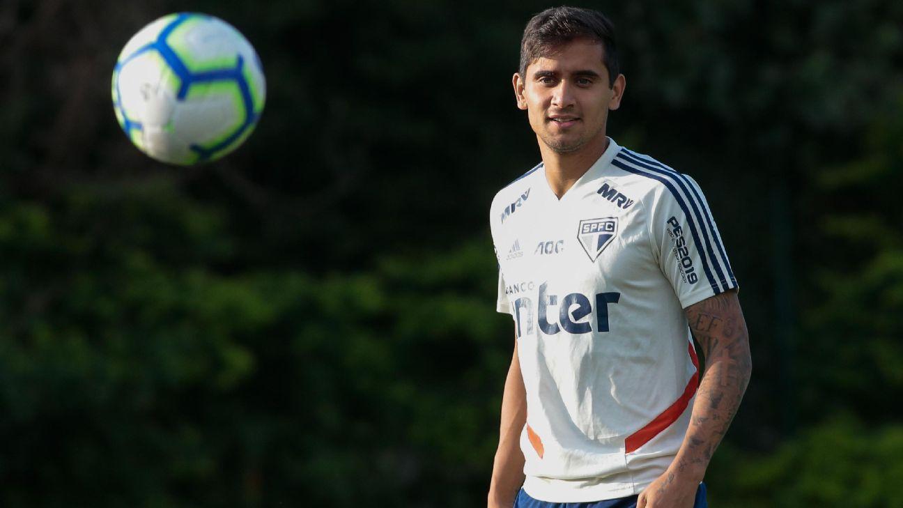 Everton Felipe em treinamento do São Paulo