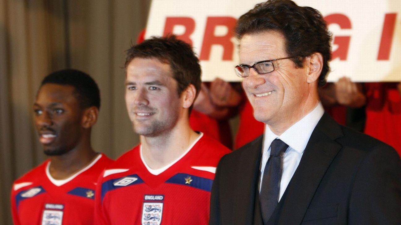 Michael Owen e Fabio Capello durante apresentação de uniforme da Inglaterra
