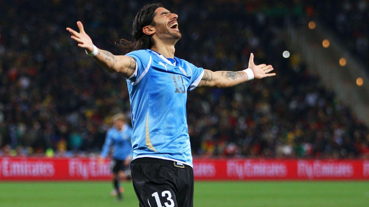 Sebastian 'Loco' Abreu comemora gol de pênalti contra Gana na Copa do Mundo de 2010