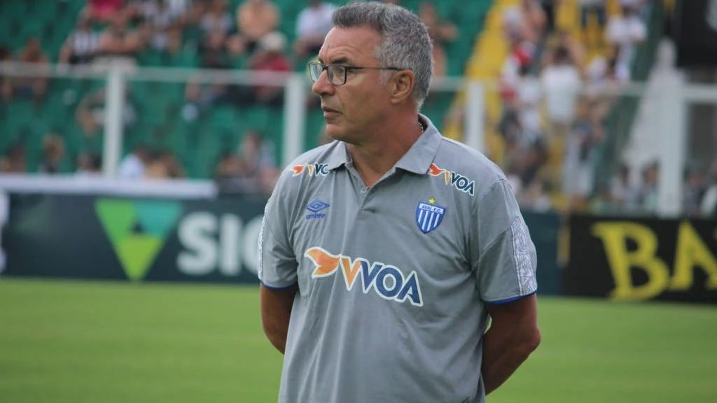 Técnico português Augusto Inácio durante jogo do Avaí