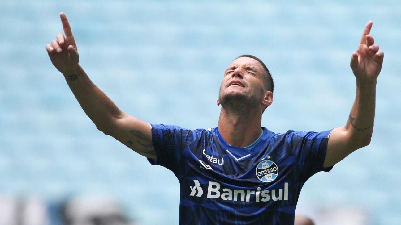Thiago Neves comemorando gol pelo Grêmio