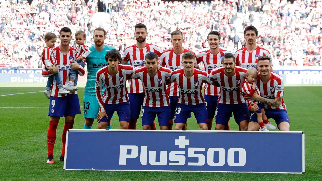 Elenco do Atlético de Madrid posa para foto antes de jogo por LaLiga