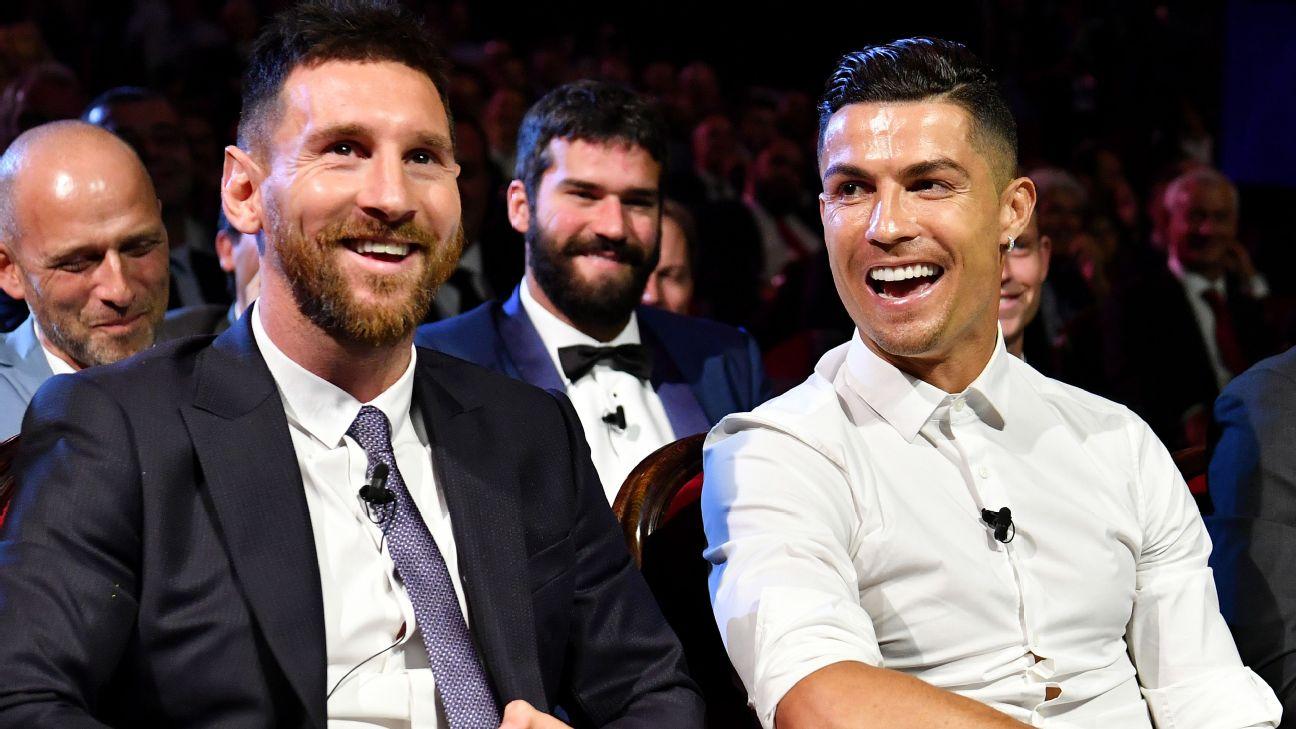 Messi e Cristiano Ronaldo durante sorteio dos grupos da Champions 2019/20