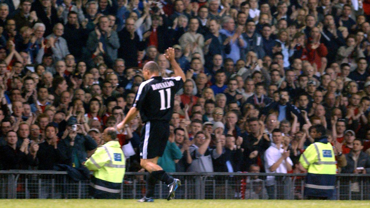 Ronaldo deixa Old Trafford aplaudido pela torcida em 2003