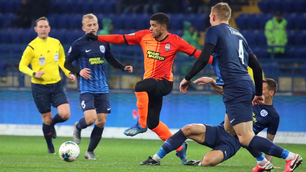 Taison, do Shakhtar Donetsk, contra o Desna, no Campeonato Ucraniano
