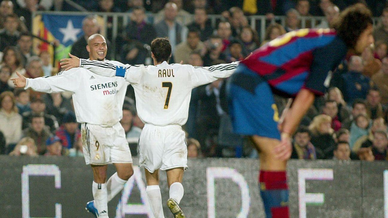 Ronaldo e Raul comemoram gol do Real Madrid
