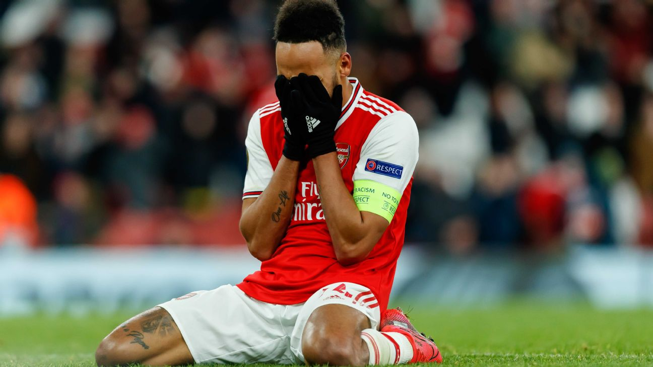 Aubameyang lamenta durante eliminação do Arsenal na Liga Europa 2019/20