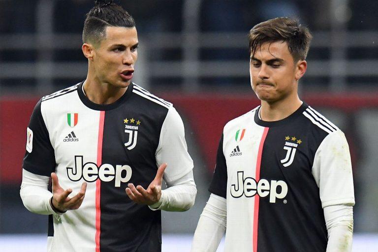 Cristiano Ronaldo (esq) e Dybala durante jogo entre Juventus e Milan
