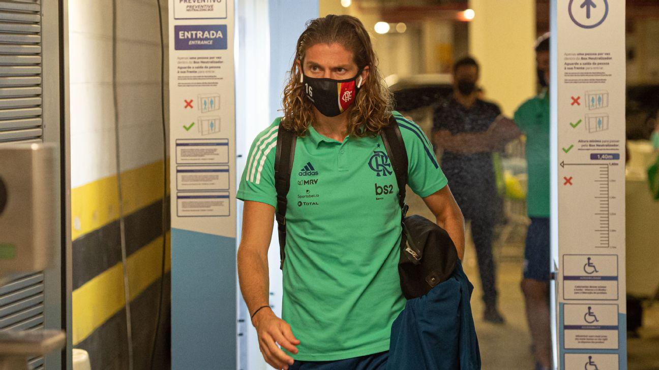 Filipe Luís chega ao Maracanã para jogo entre Flamengo e Bangu, pelo Carioca