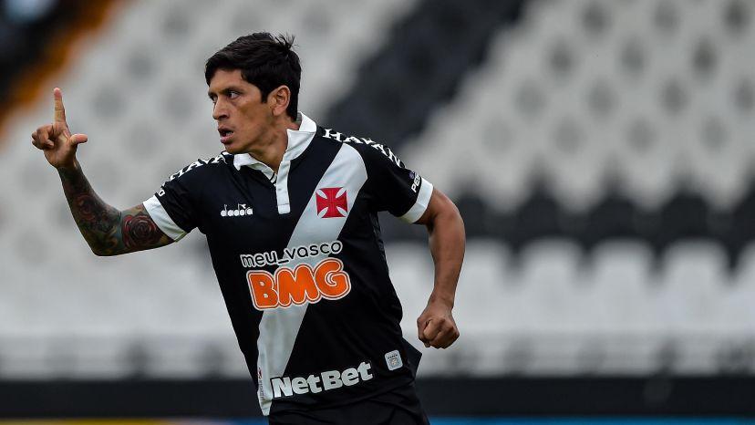 Germán Cano comemora um de seus três gols pelo Vasco contra o Macaé