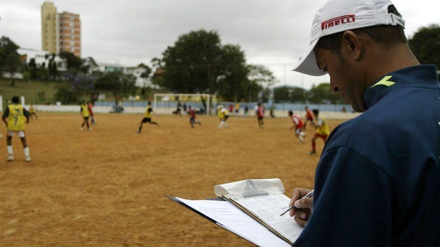 Peneira para a base do Palmeiras em um campo no bairro da Lapa, em 2004