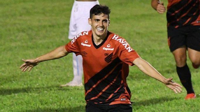 Léo Cittadini comemora gol pelo Athletico contra o Londrina
