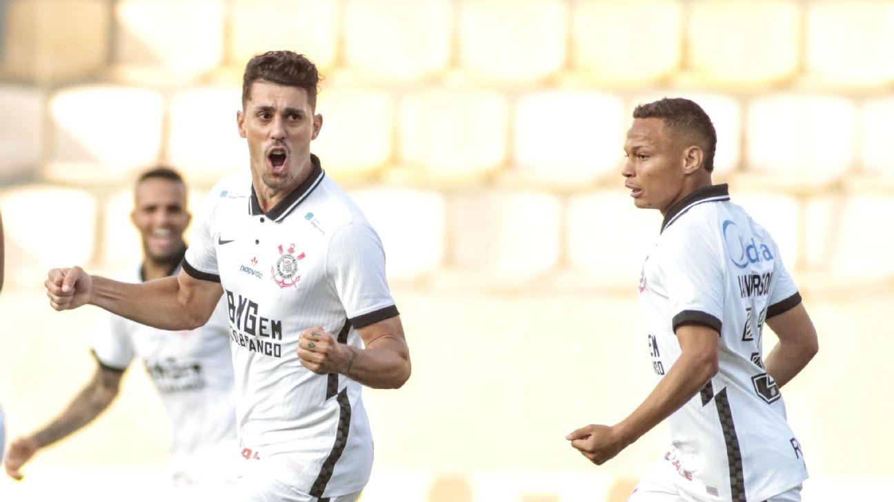 Danilo Avelar comemora após marcar pelo Corinthians diante do Oeste