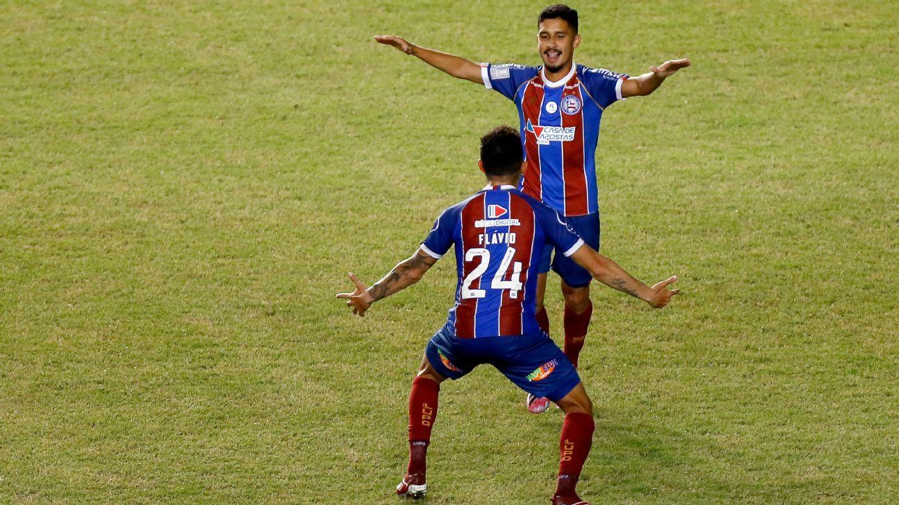 Danielzinho comemora seu gol diante do Confiança