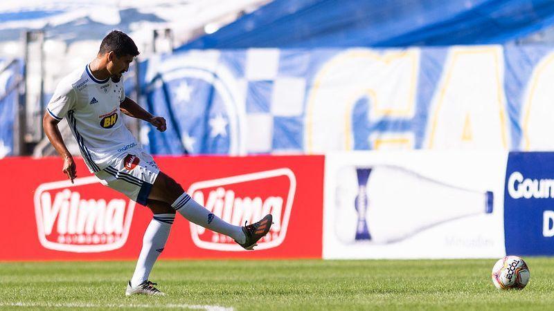 Ramón em ação pelo Cruzeiro contra a Patrocinense, no Mineirão
