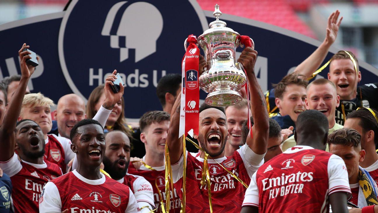 Aubameyang ergue a taça da FA Cup 2019/2020