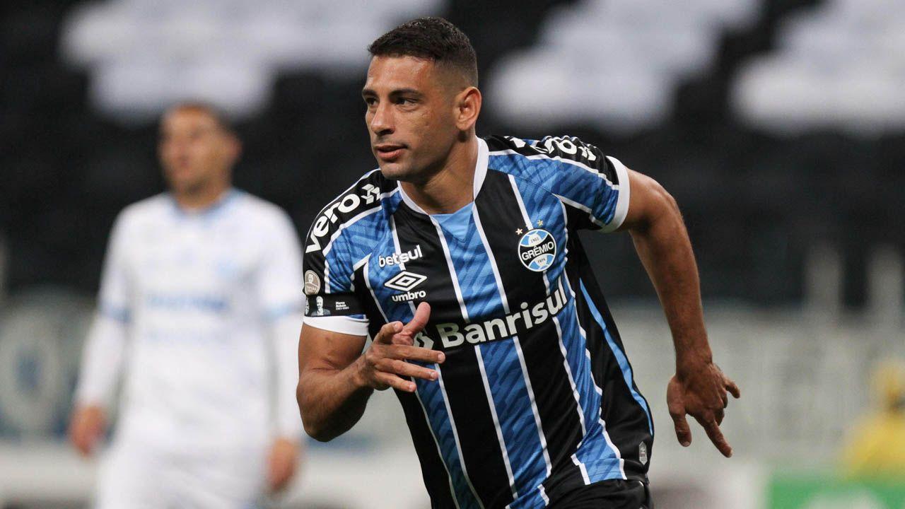 Diego Souza marcou duas vezes na vitória sobre o Novo Hamburgo