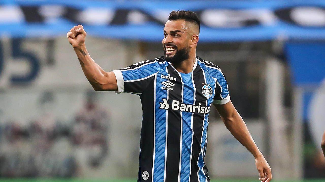 Maicon comemora gol do Grêmio