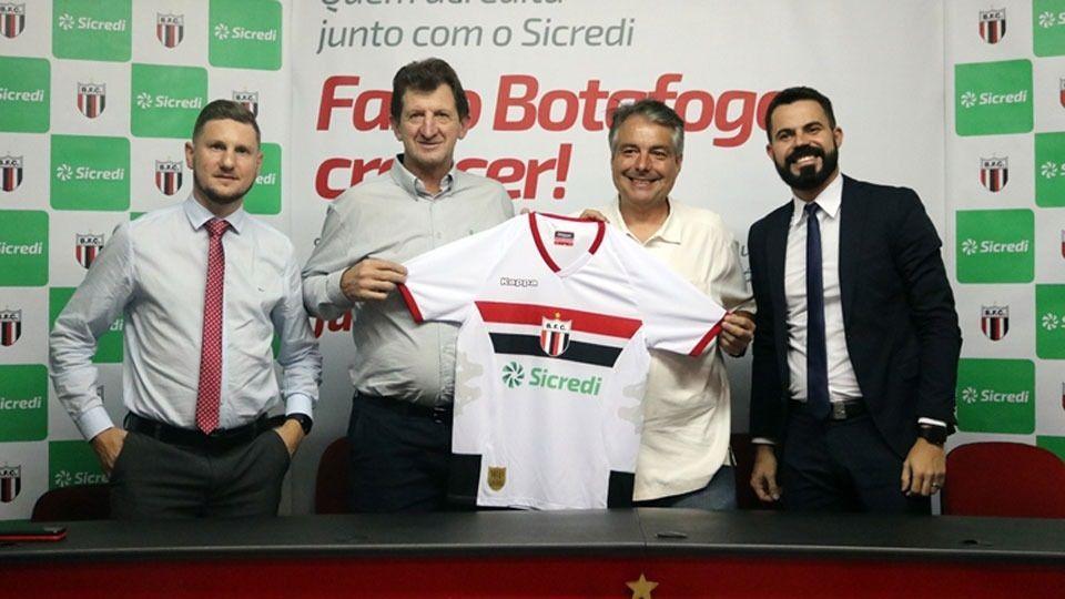 Apresentação de novo patrocinador no Botafogo-SP, em abril de 2019