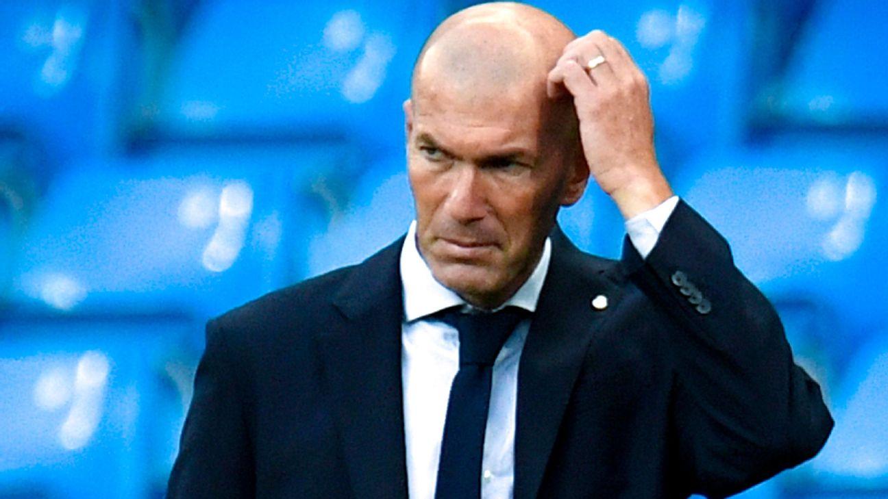 Zidane durante jogo entre Real Madrid e Manchester City, pela Champions