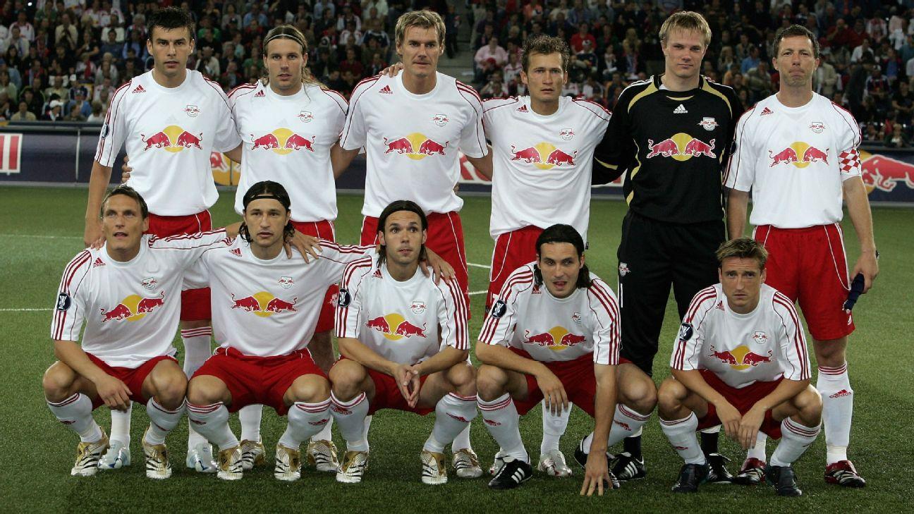 Red Bull Salzburg antes de jogo contra o Blackburn Rovers, pela Copa da Uefa