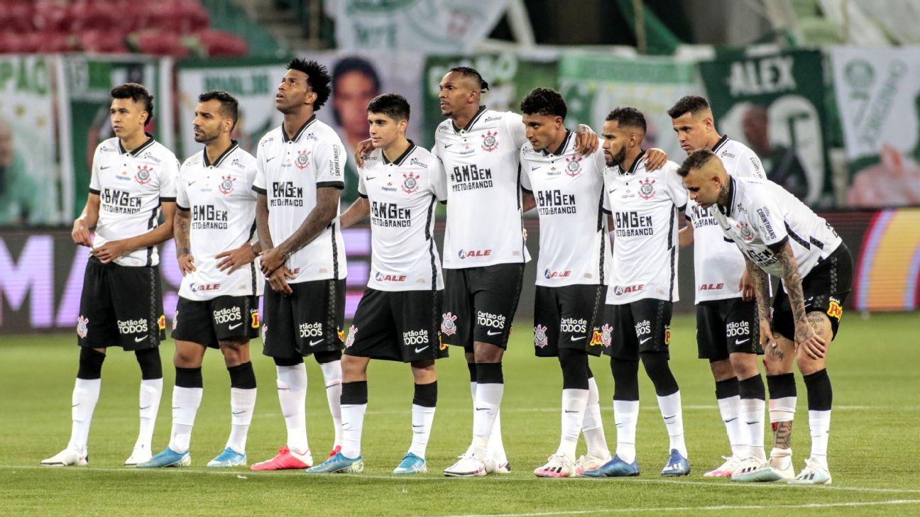 Jogadores do Corinthians durante disputa de pênaltis contra o Palmeiras