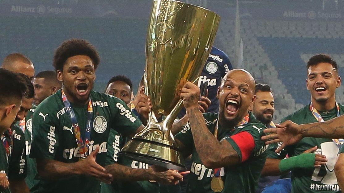 Felipe Melo comemora a conquista do Campeonato Paulista pelo Palmeiras