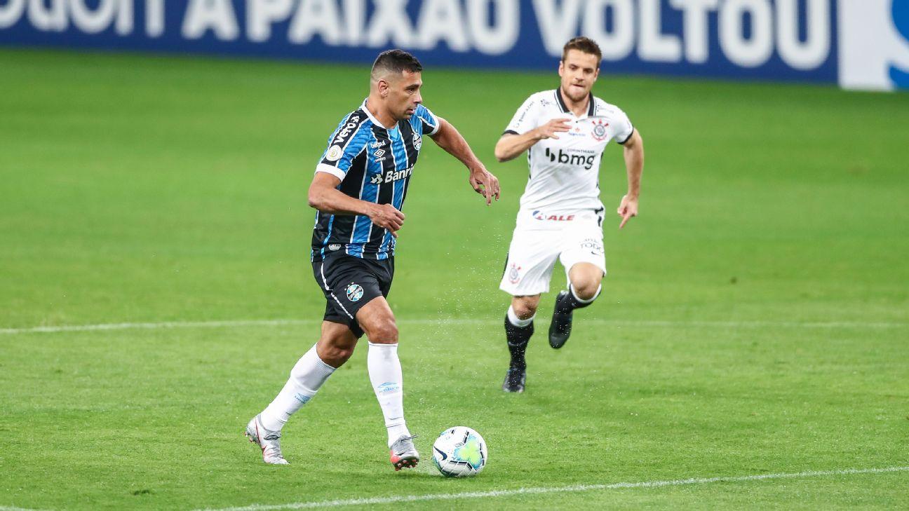 Diego Souza durante jogo entre Grêmio e Corinthians, pelo Brasileirão