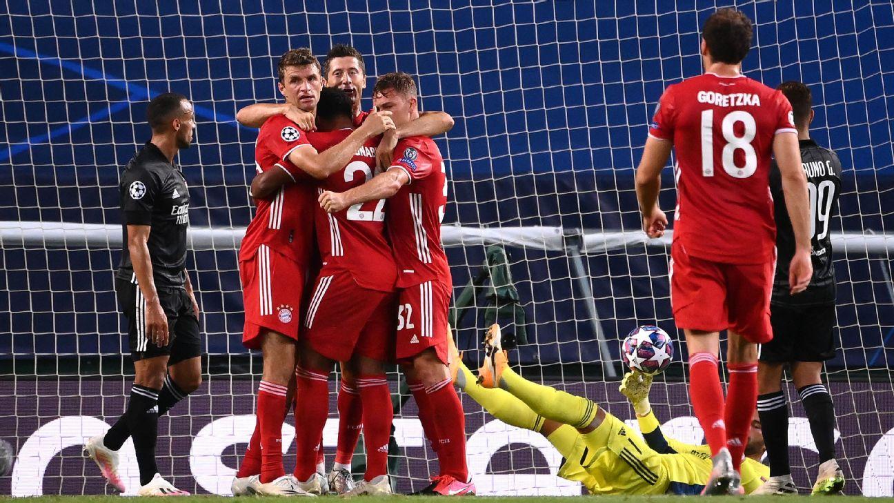 Jogadores do Bayern de Munique comemoram durante partida contra o Lyon