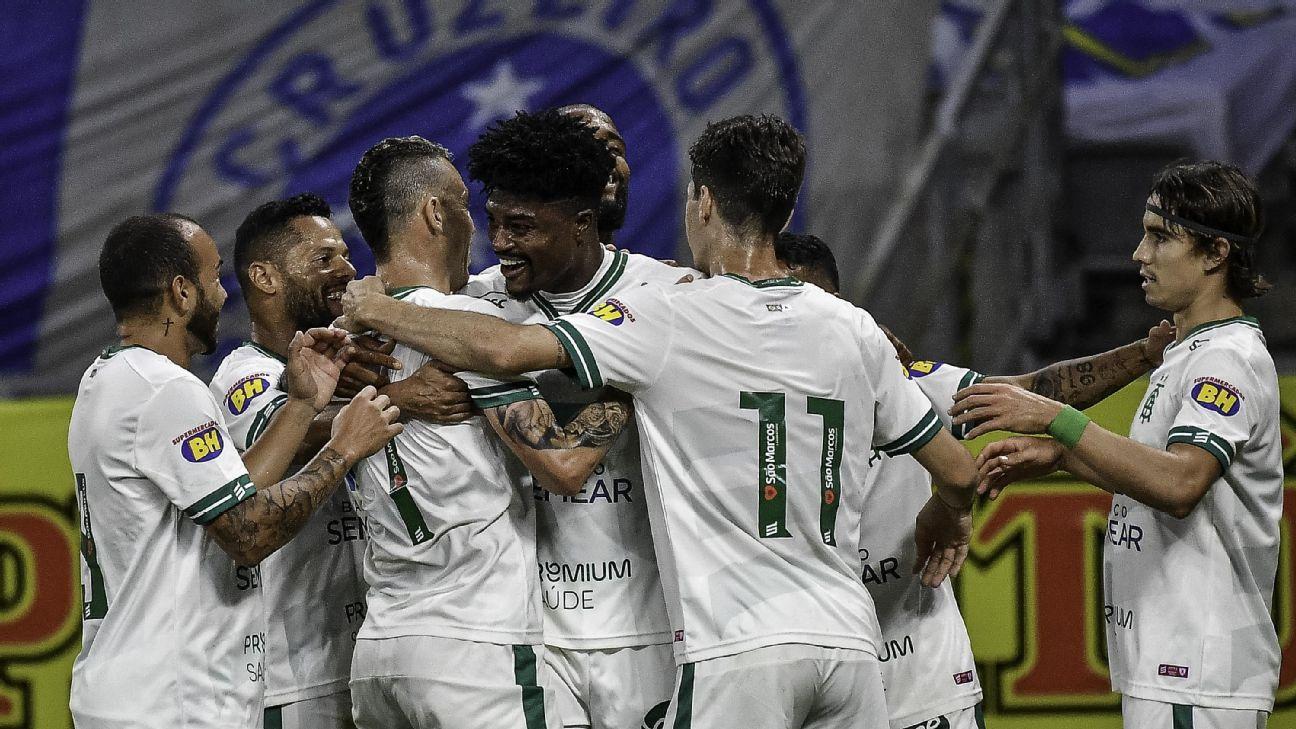 América-MG comemora primeiro gol sobre o Cruzeiro no Mineirão