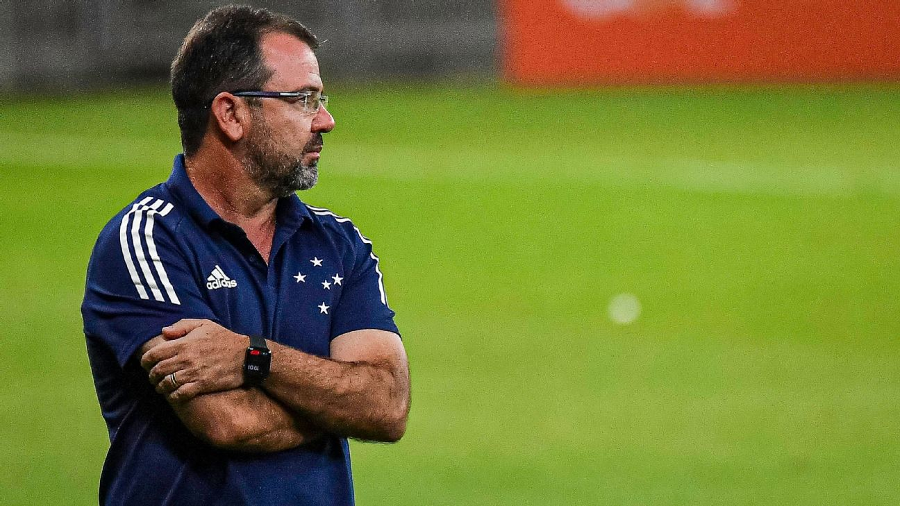 O técnico Enderson Moreira na derrota do Cruzeiro para o América-MG pela Série B do Campeonato Brasileiro