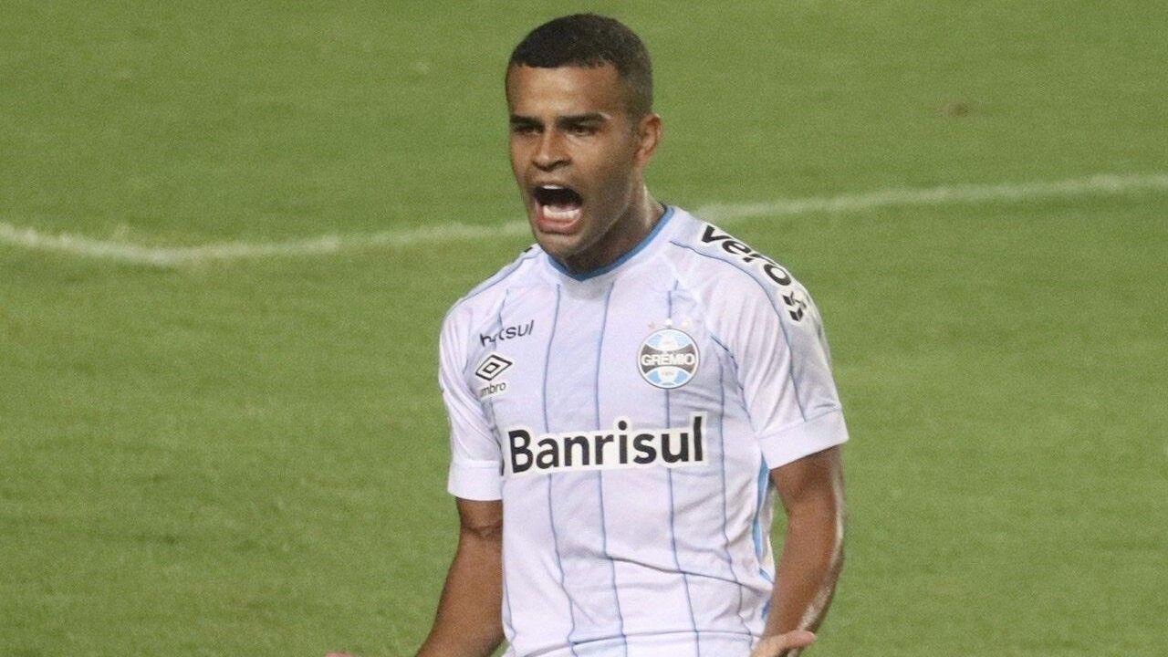 Alisson comemora seu gol diante do Bahia