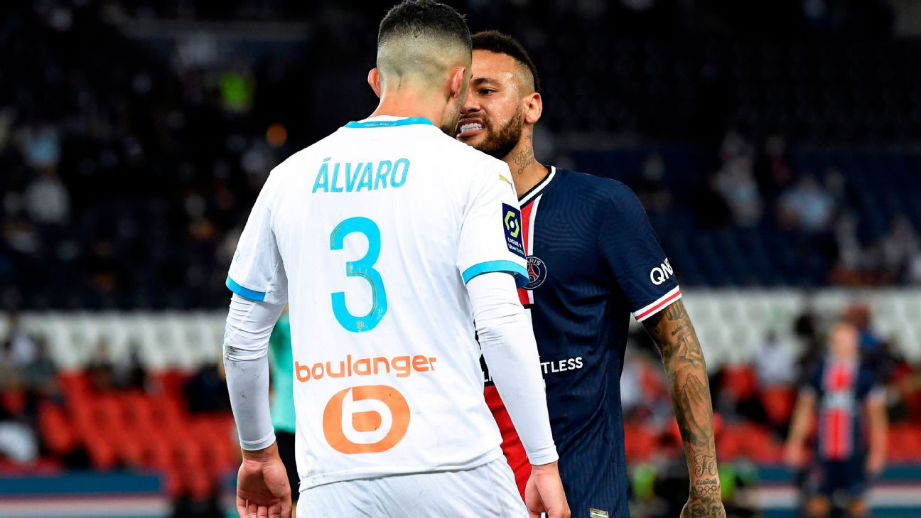 Neymar e Álvaro discutem durante jogo entre PSG e Olympique de Marselha