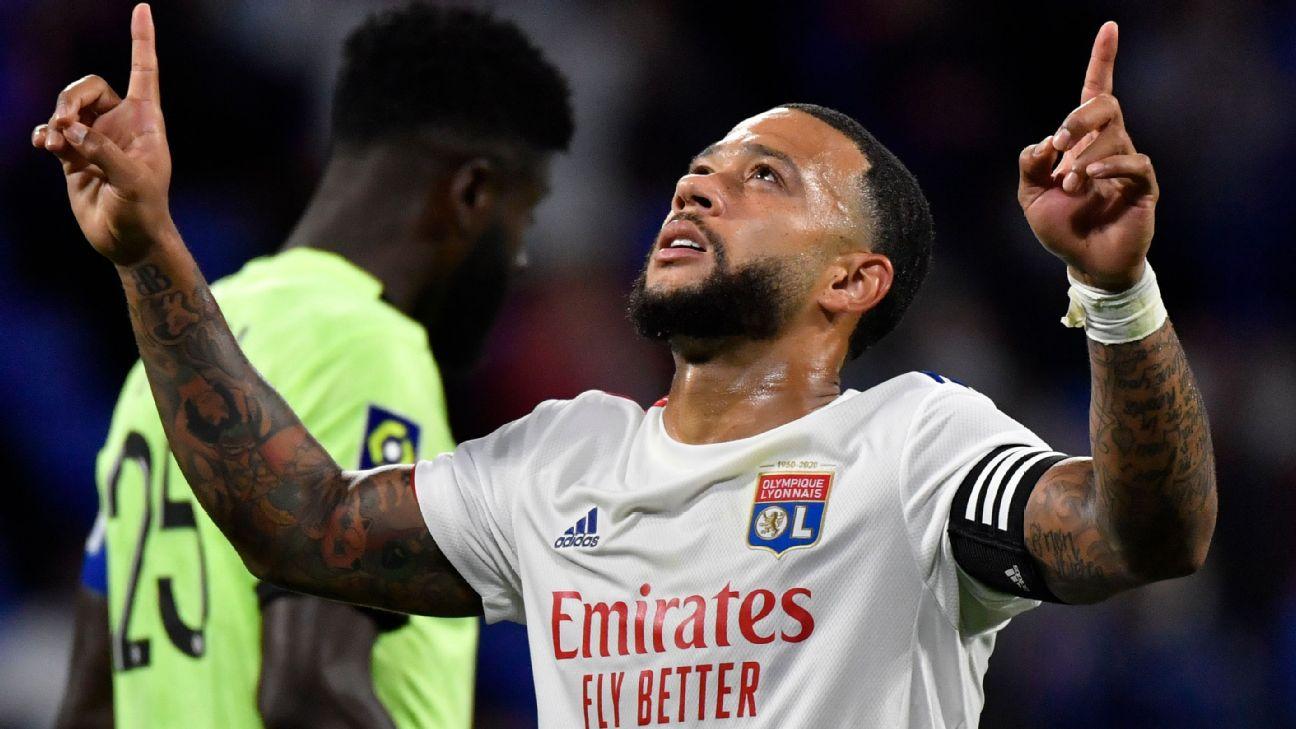 Depay comemora após marcar para o Lyon sobre o Dijon, pela Ligue 1