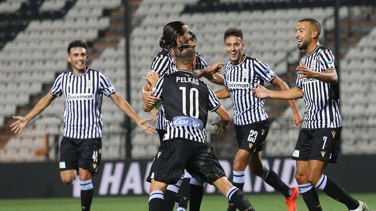 Jogadores do PAOK comemoram primeiro gol diante do Benfica