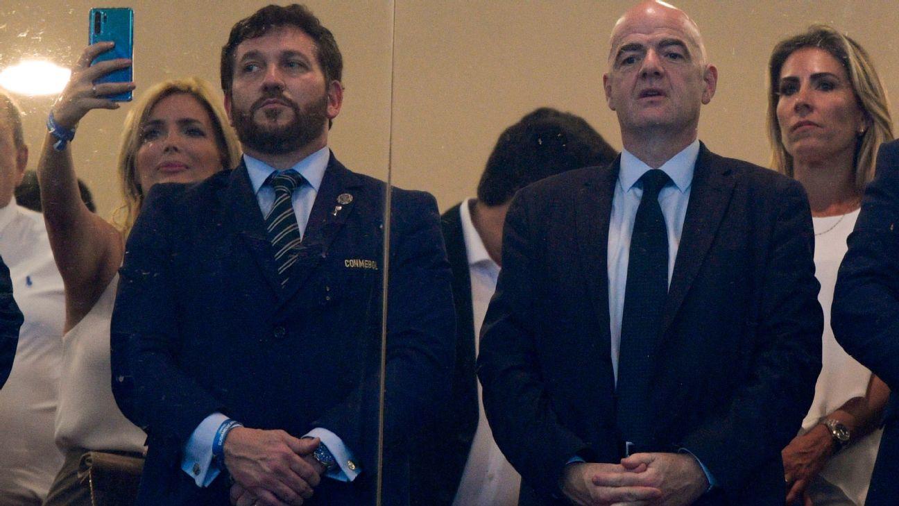 Presidentes de Conmebol e Fifa, Alejandro Domínguez e Gianni Infantino, na final da Copa Sul-Americana de 2019