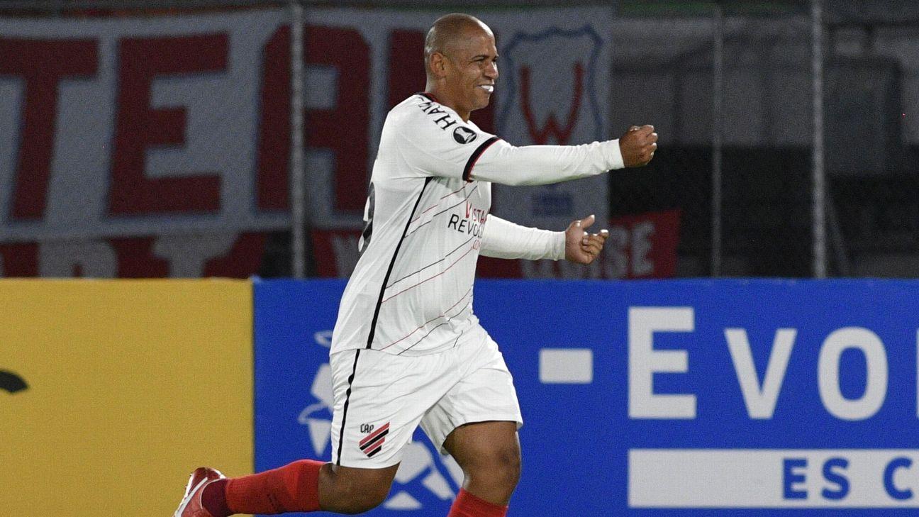 Walter comemora seu gol diante do Jorge Wilstermann