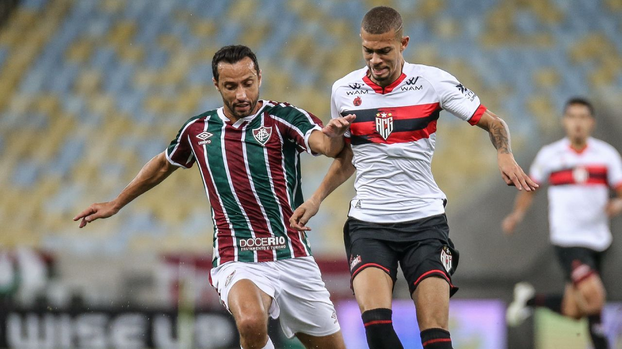Fluminense e Atlético-GO em ação no Maracanã