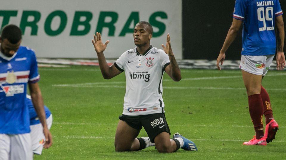 Xavier em ação pelo Corinthians contra o Bahia