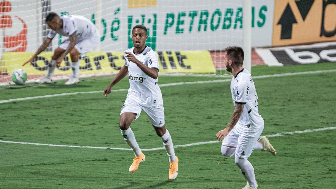 Keno comemora gol contra o Atlético-GO