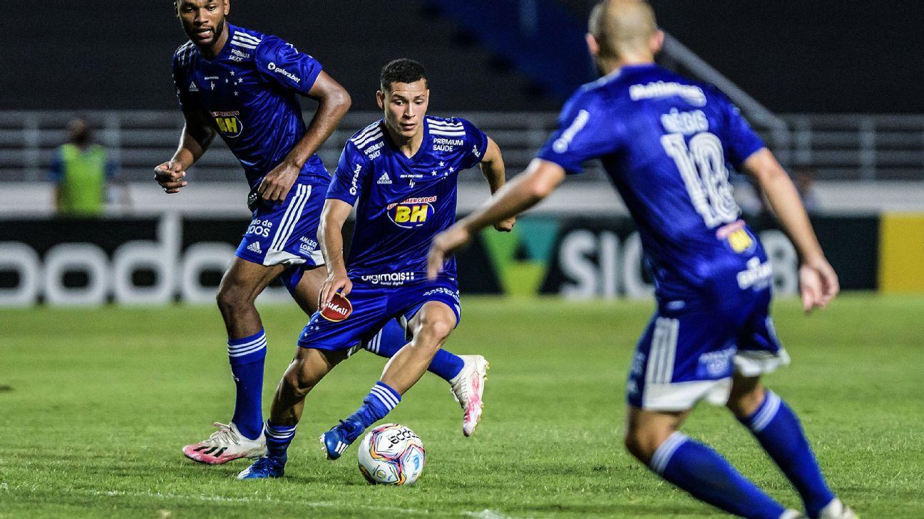 Lance de jogo entre Cruzeiro e CSA, pela Série B