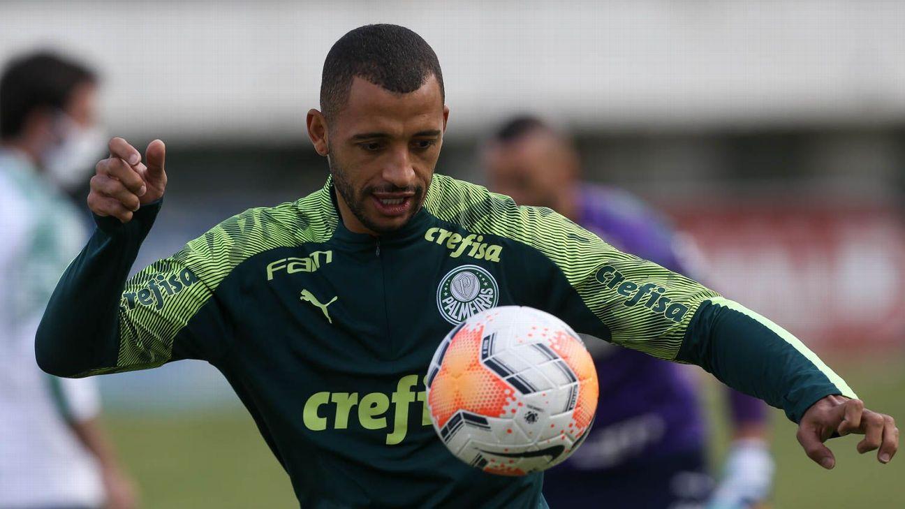 Vitor Hugo durante treino do Palmeiras, na Academia de Futebol