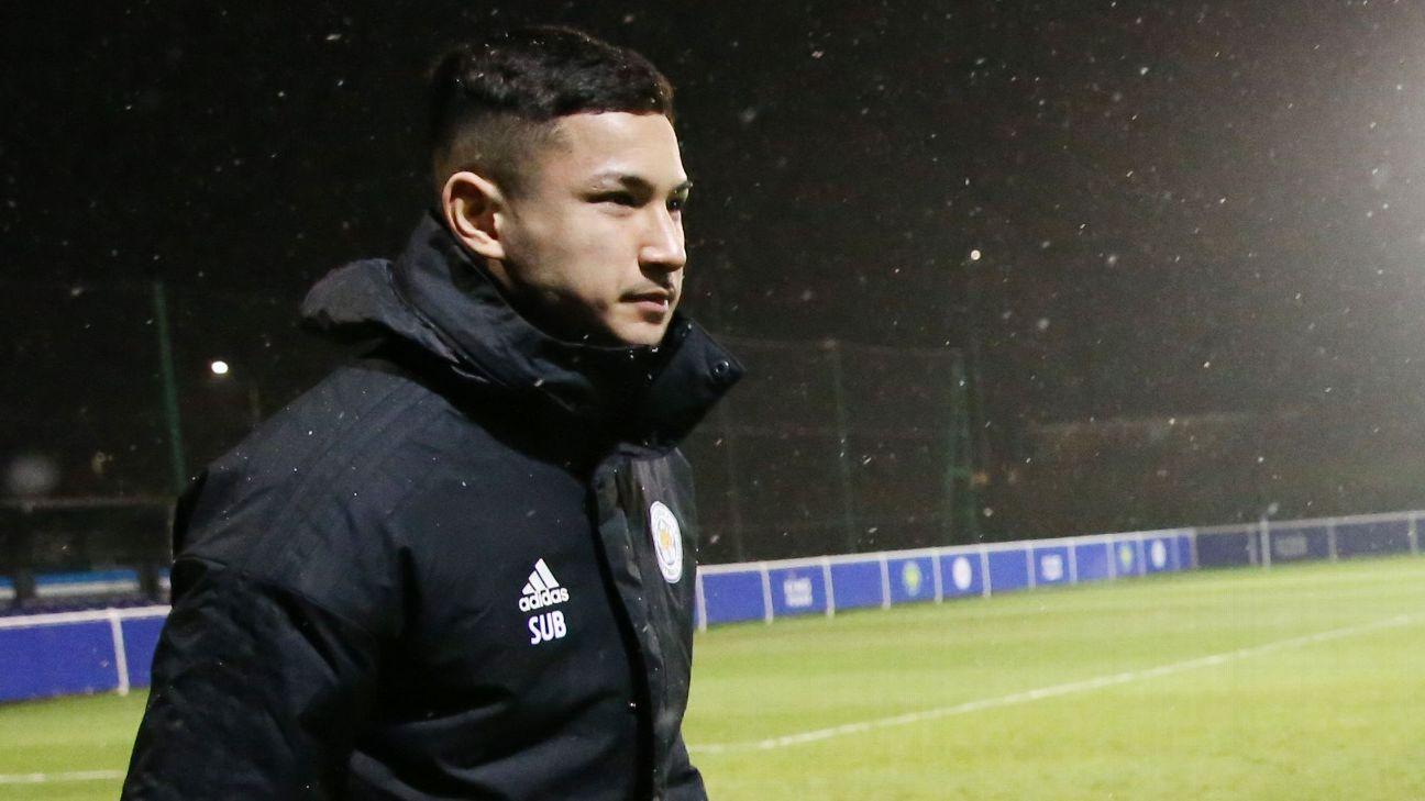 Faiq Bolkiah faz aquecimento em partida entre Leicester e Feyenoord pela Premier League International Cup