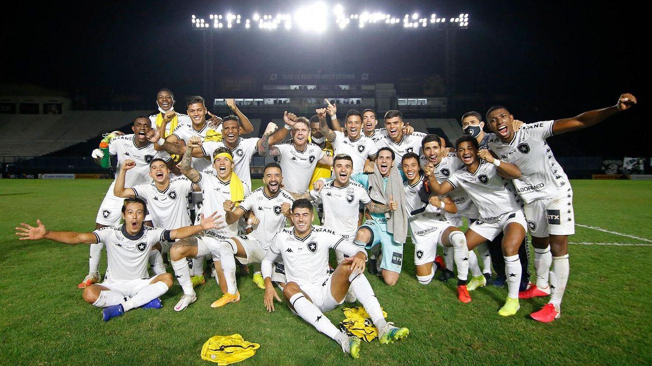 Jogadores do Botafogo festejam classificação na Copa do Brasil